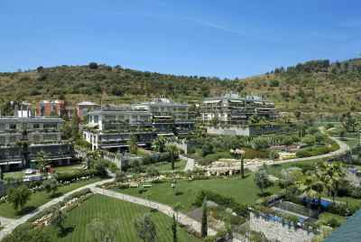 New fantastic block of flats in a prestigious upper part of Barcelona with view over the city and sea